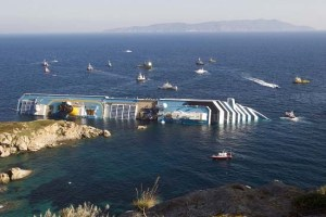 COSTA-CONCORDIA-wreck-off-Isola-del-Giglio-Photo-credit-Uaohk-GNU-Free-Documentation-License